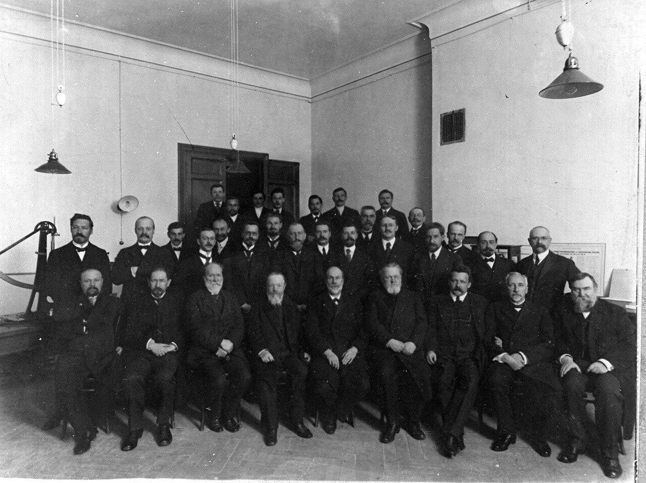 14. Группа участников освящения технических лабораторий института