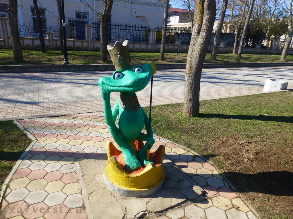 Евпатория, детский парк, царевна-лягушка