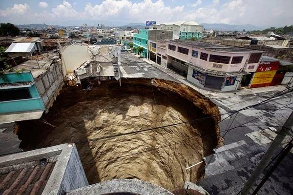Самые необычные и огромные ямы на дорогах во всем мире 0 12cf82 993f8dd8 orig