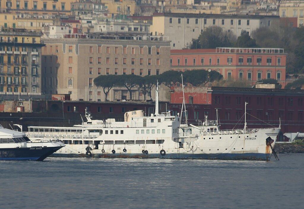 Неаполь. Мол Сан-Винченсо и пассажирский порт