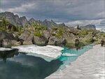 Ергаки. Льдина на озере Гармония
