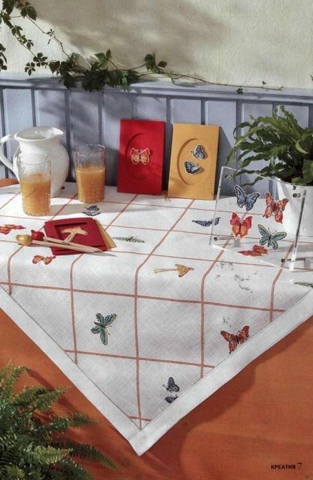Порхающие бабочки везде: на шторах, в детской, на салфетках.Рисунки для филейного вязания крючком.