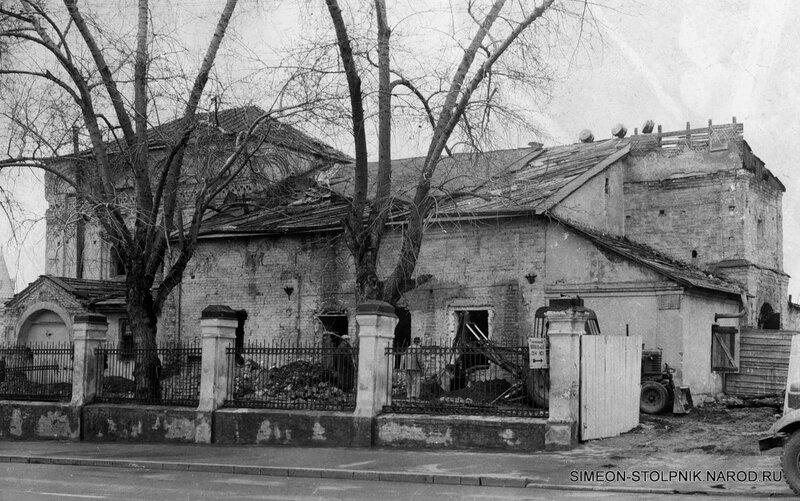 Конец 1930-х — начало 1940-х годов. Вид со стороны Поварской улицы.