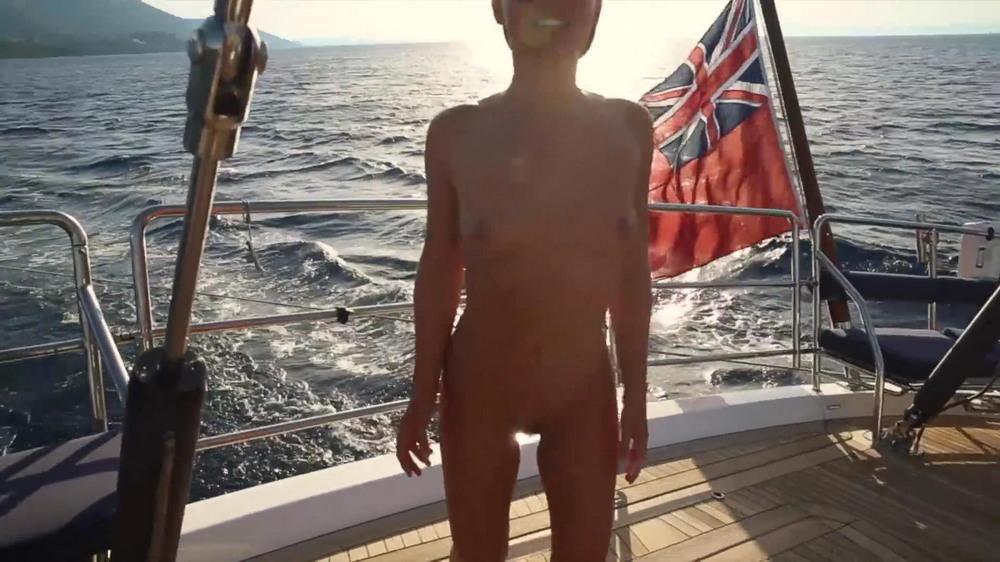 Мариса Папен в откровенном видео