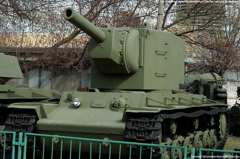 13. Музей ВС. 22.04.15.19.тяжелый танк КВ-2. 1940..jpg