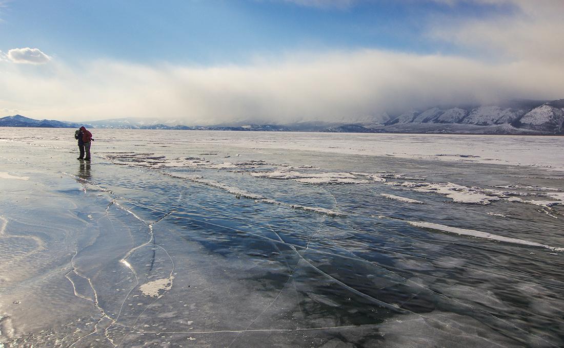 По льду
