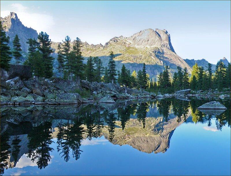 Главные красоты Ергаков (горы Западного Саяна) начинаются с живописного озера Художников.
