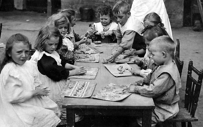 historical-children-playing-photography-123-58ac12669dbce__700.jpg
