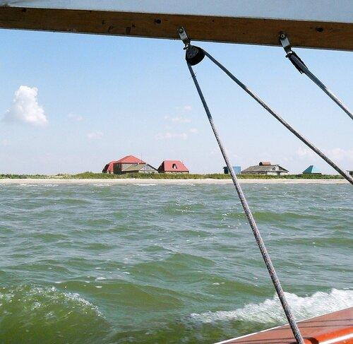 На яхте, у берегов Ачуевской косы, август 2011