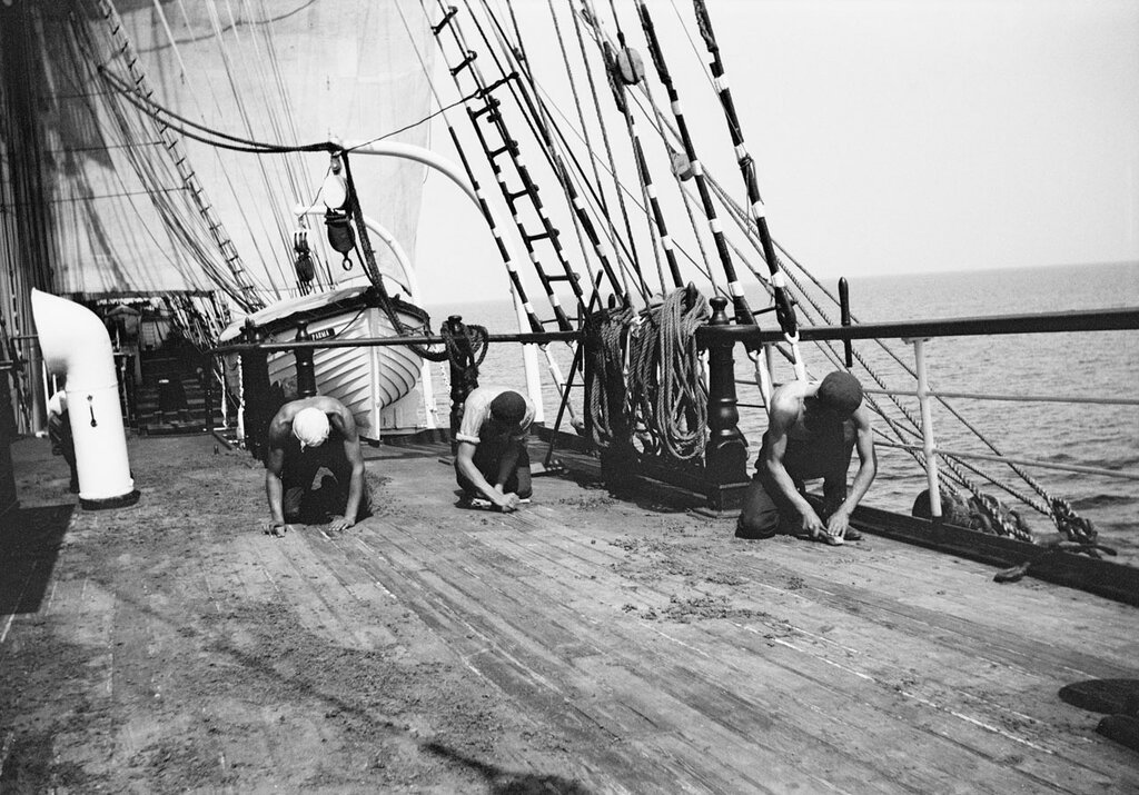 Scraping the deck, 1932–33