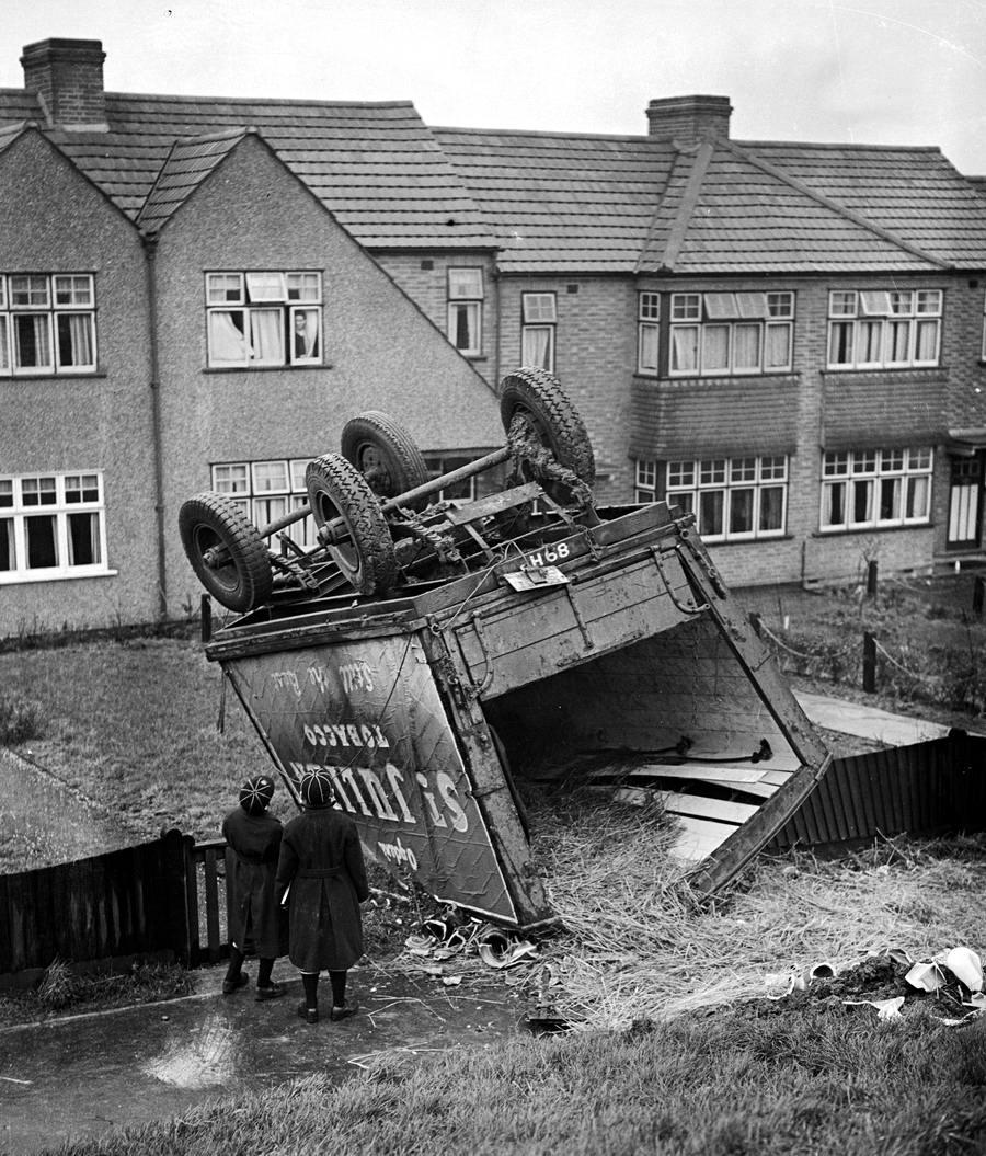 Автомобильные аварии в Лондоне и его окрестностях на фото 1-й половины 20 века (10)