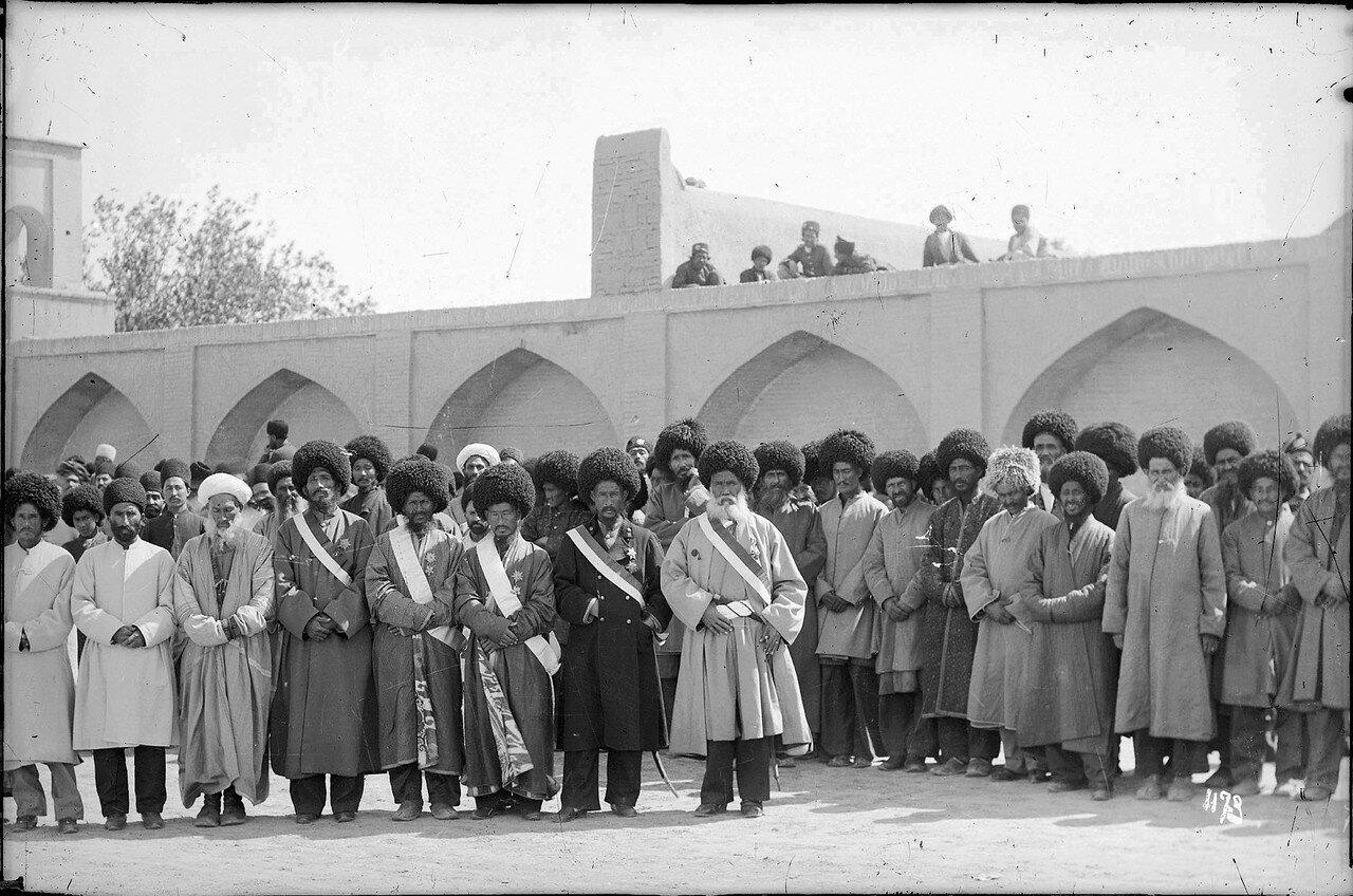 Тегеран. Туркменские представители на главной площади