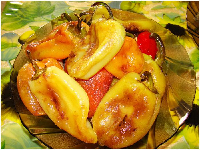 жареный перец с томатами и сметаной