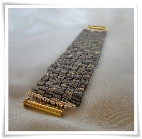 """№22.""""Вдоль по мостовой"""", техника: мозаика, материал: бисер чешский треуголный Preciosa."""