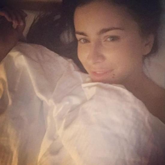 Фото Ани Лорак в постели и без макияжа