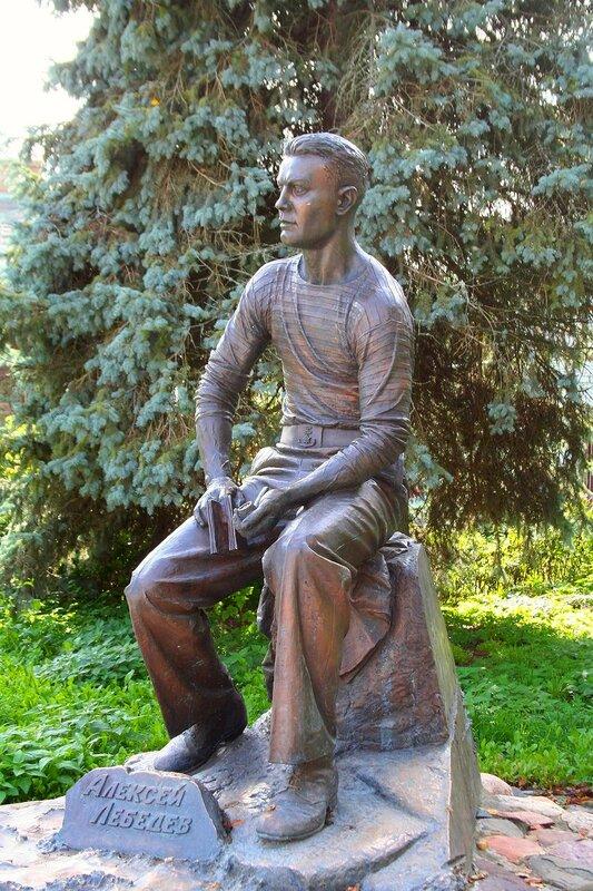 Памятник маринисту Алексею Лебедеву