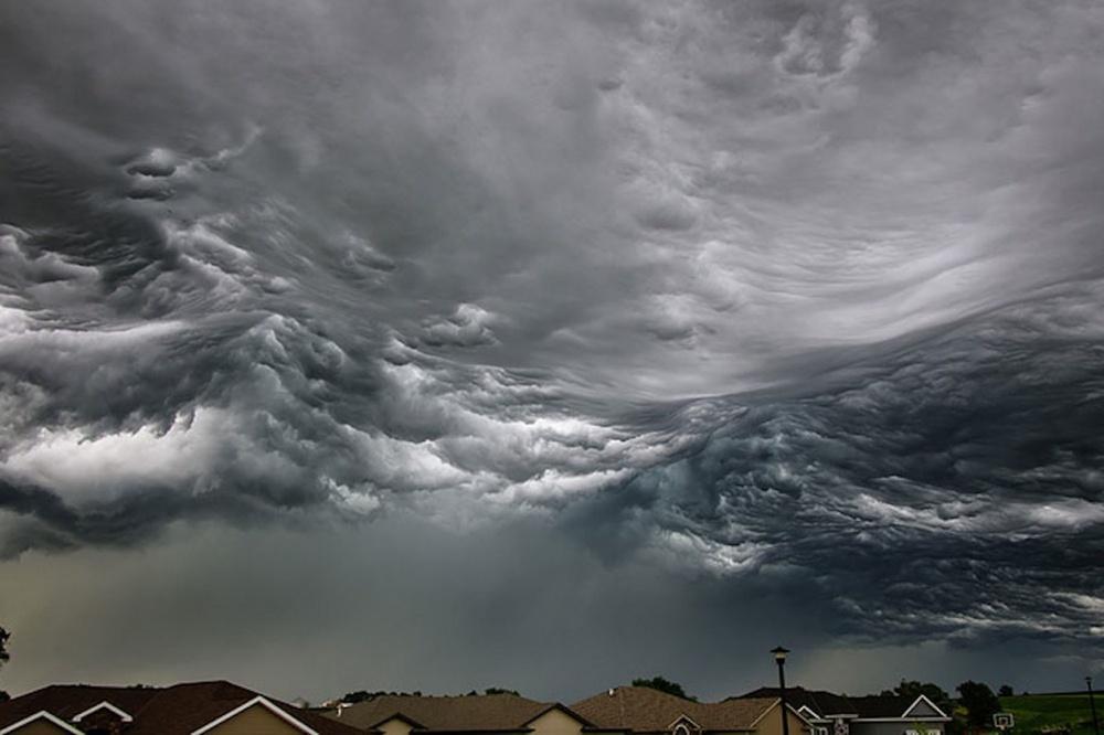 Грозовая туча, похожая наморские волны, Небраска, США.