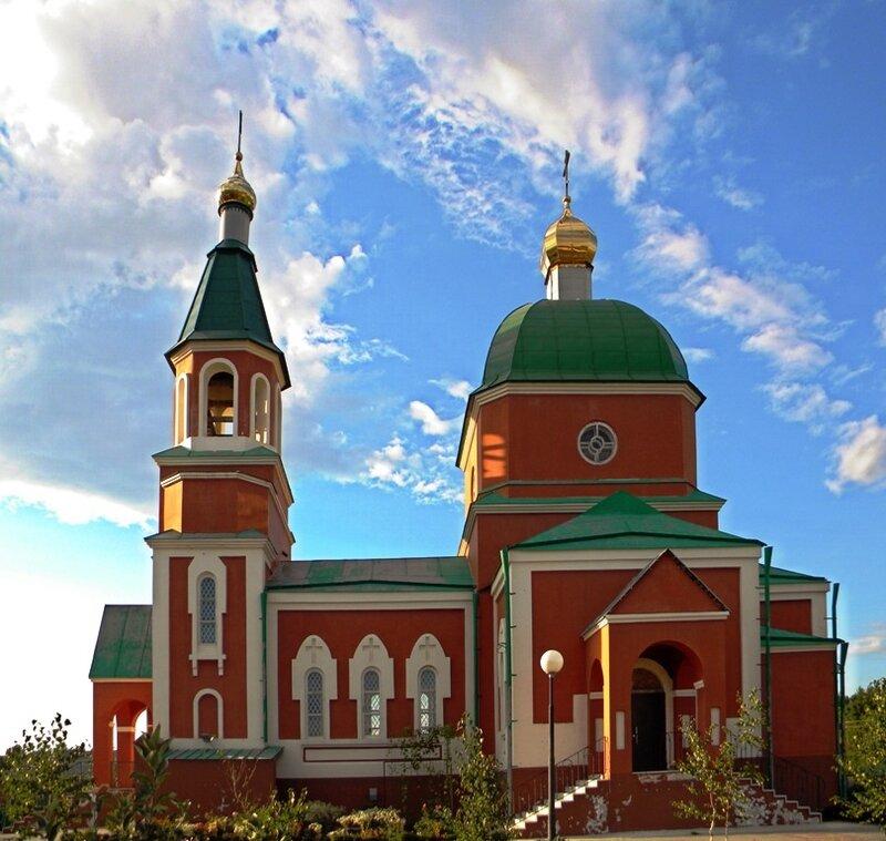 Храм великомученицы Параскевы в поселке Пятницкое Белгородской области