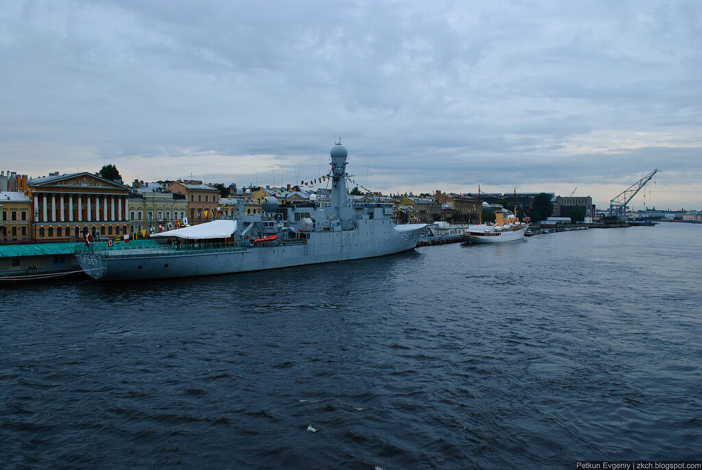 Автор: Петкун Евгений, блог Евгения Владимировича, фото, фотография: датский патрульный фрегат Тетис и королевская яхта Даннеброг