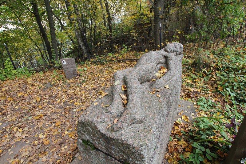 Старое кладбище. Могила В. Э. Борисова-Мусатова