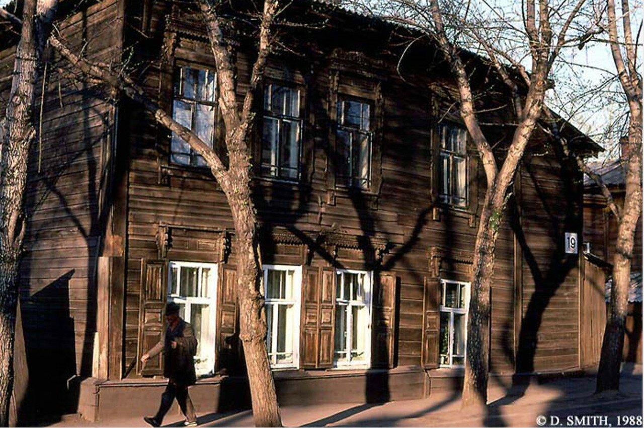 Неустановленное место (возможно, улица Дзержинского)