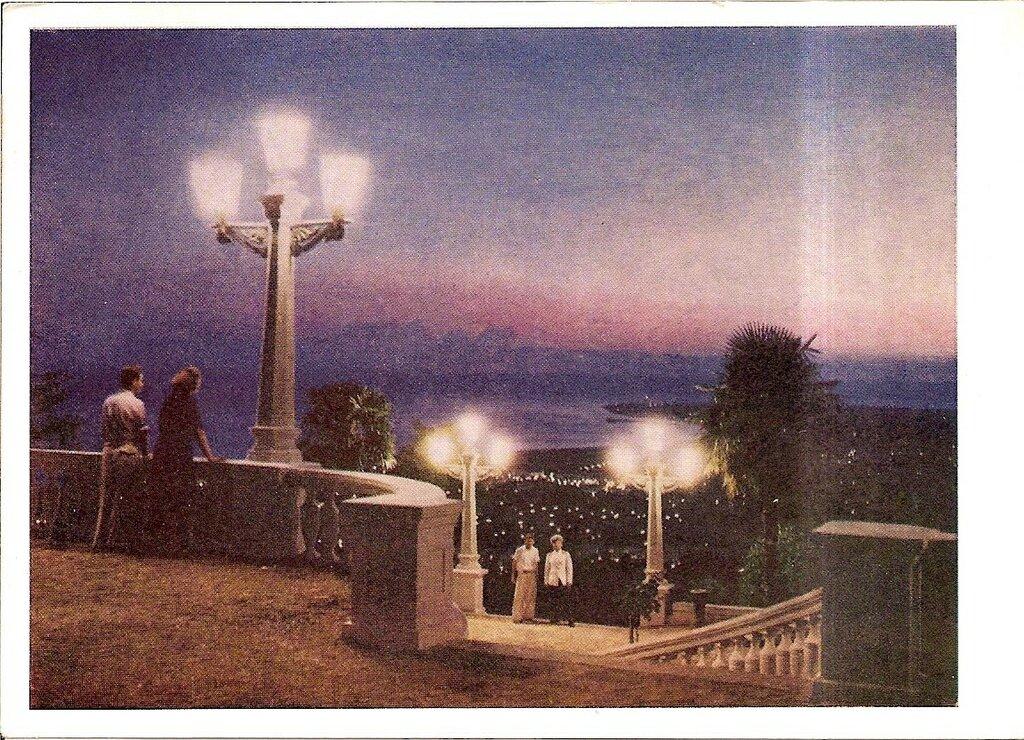Сухуми вечером. Цветное фото М. Трахмана 1956 г. Вид Сухумской горы.jpg