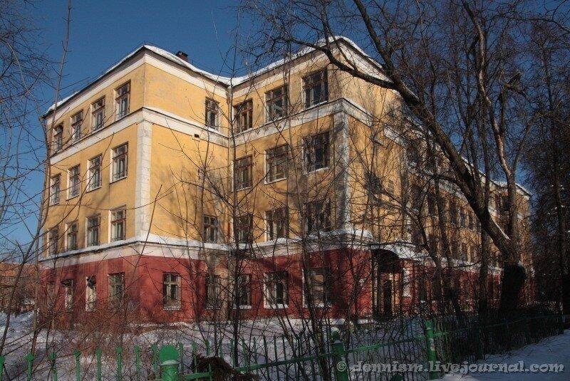 Фрязино, Центральная улица. Бывшее здание школы №1