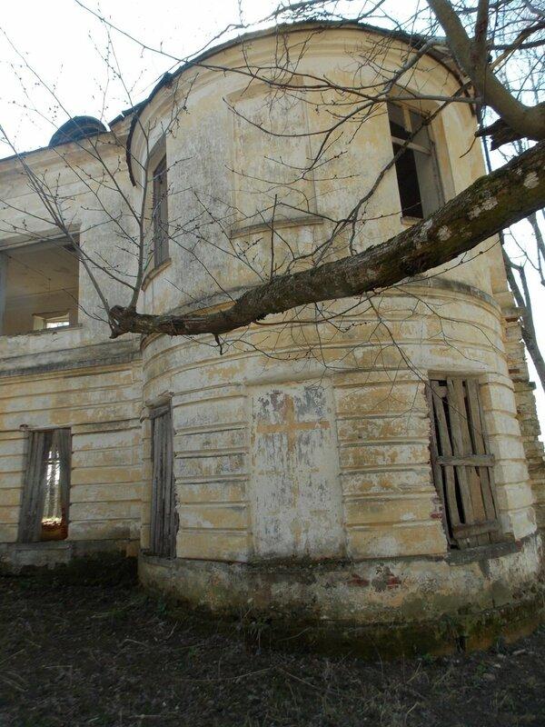 Село Никольское Торжокского района. Сохранившийся западный флигель господского дома.