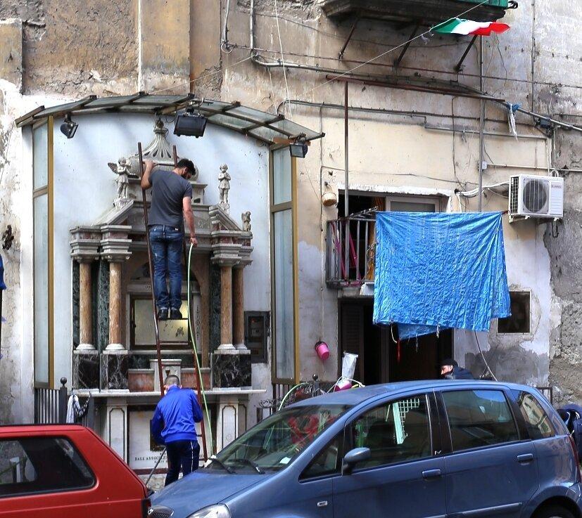 Naples. Via Sedile di Porto)