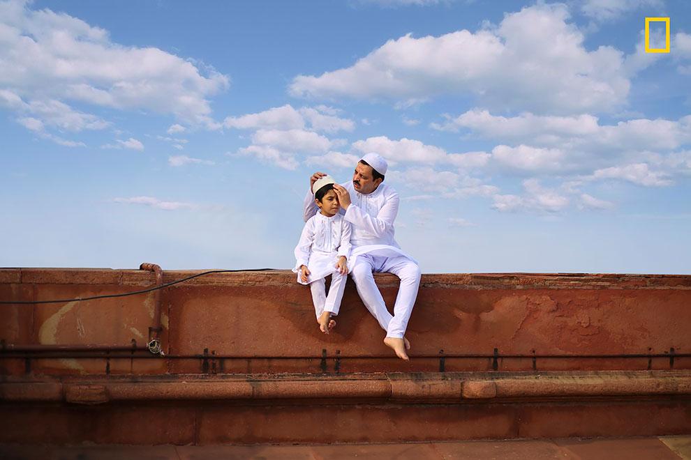 «Мост между поколениями». Джобит Джордж: «Отец и сын в традиционной одежде празднуют Ураза-байрам во