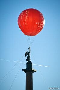 Не сотвори себе кумира (Александровская колонна, воздушный шар)