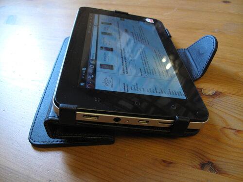 В планшет установлены сервисы яндекса (почта, карты, чат, поиск), приложения социальных сетей