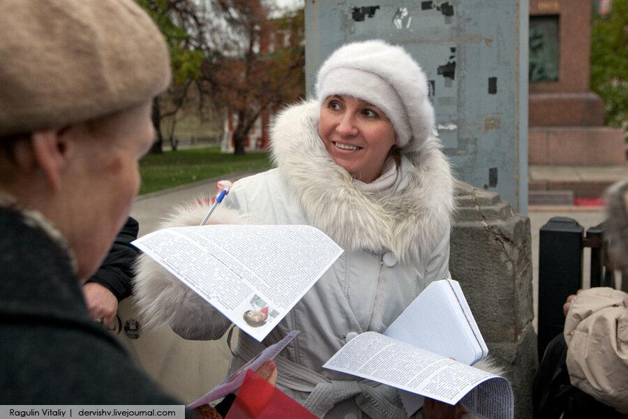 Наталья Чернышева простояла целый час в одиночном пикете на Красной площади