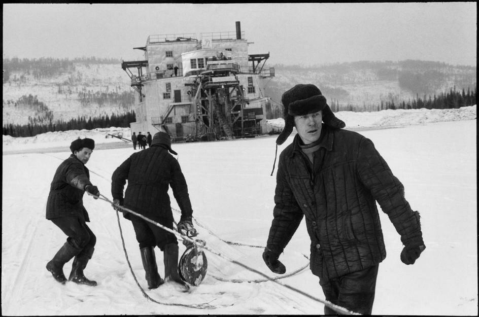 1972. Якутия. Рабочие на берегу реки Алдан