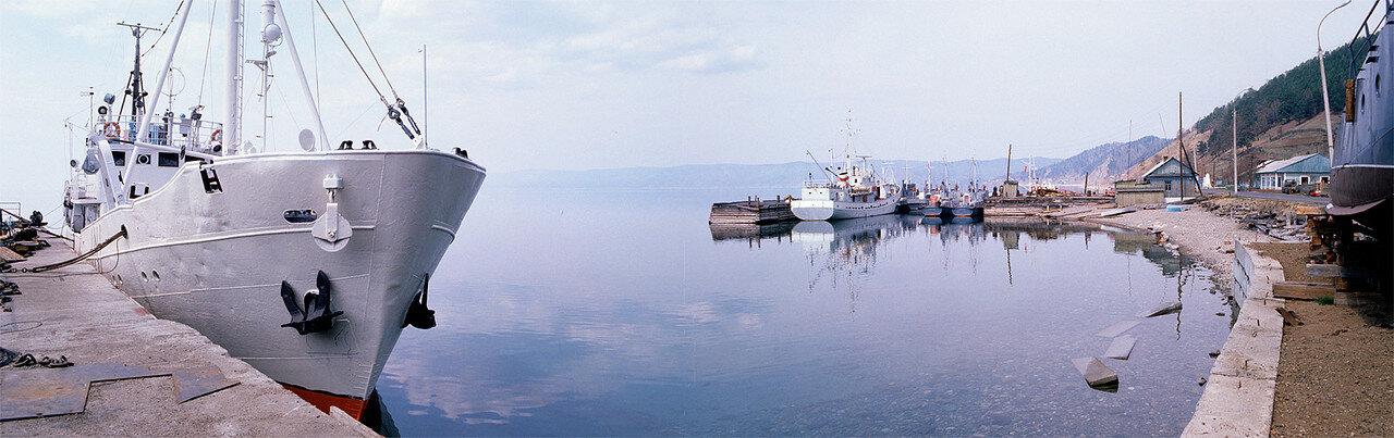 1988. Порт на берегу озера Байкал