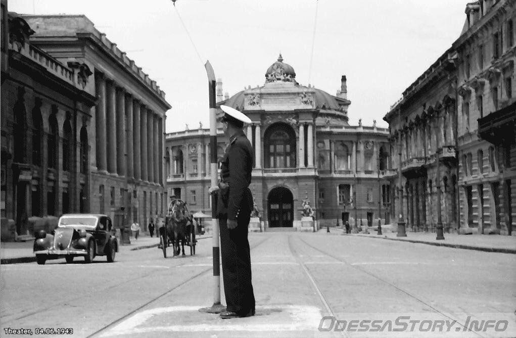 На Дерибасовской угол Ришельевской 04. 06. 1943г.
