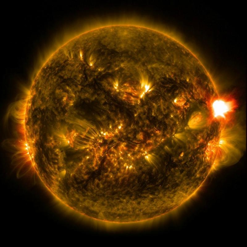 Вспышки на Солнце.jpg