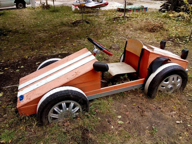 Обычный луганский двор-авто.jpg