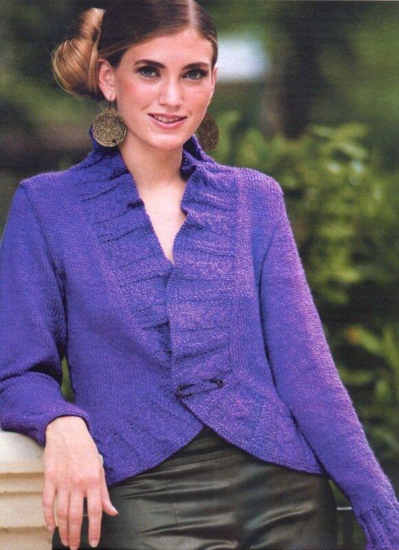 Жакет крупной вязкой спицами модный жакет связан спицами из светло-бежевой пряжи