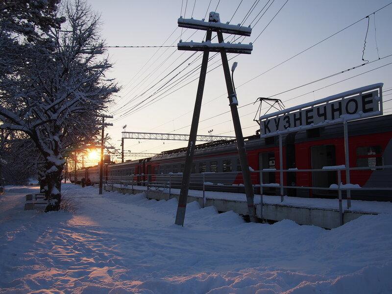 Утро на станции Кузнечное, прибытие электрички