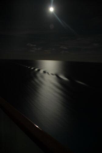 Кто наследил ночью в океане??