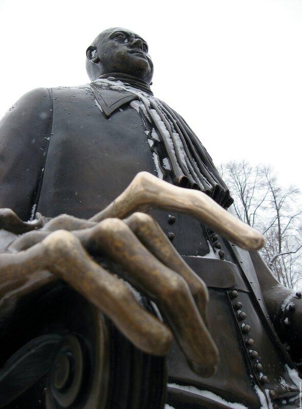Памятник Петру I Первому в Петропавловской крепости Санкт-Петербурга (Шемякин 1991)