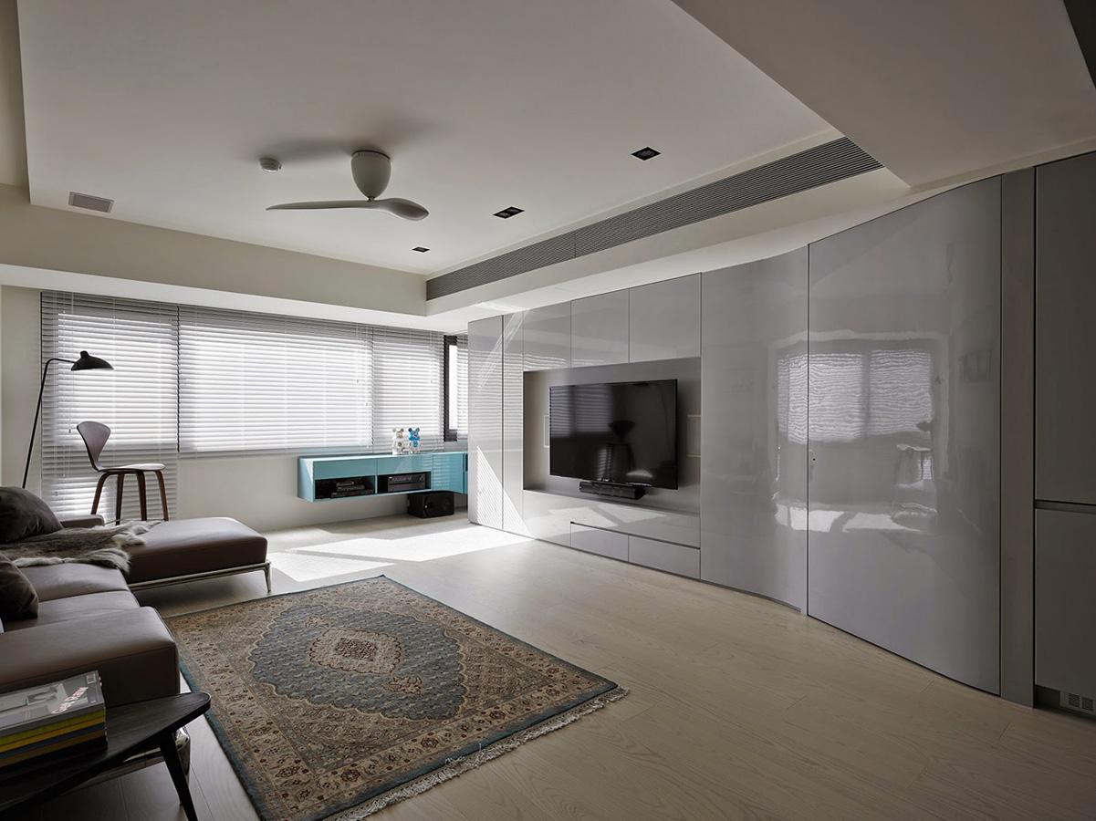 1 Отправной точкой для планировки послужило ленточное окно во всю стену, из которого открывается зам
