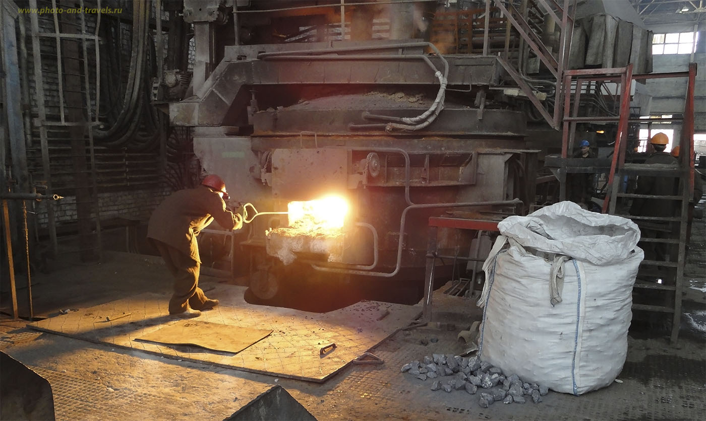 Фото №14. Предварительная проверка готовности металла. Навоийский горно-металлургический комбинат. 2010 год.