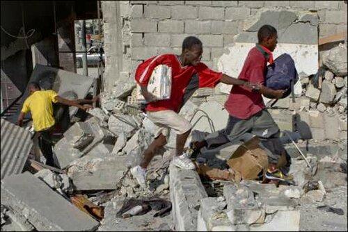 Кому беда, а кому мать родна. Гаити - мародёры. 17 Янв 2010 года.