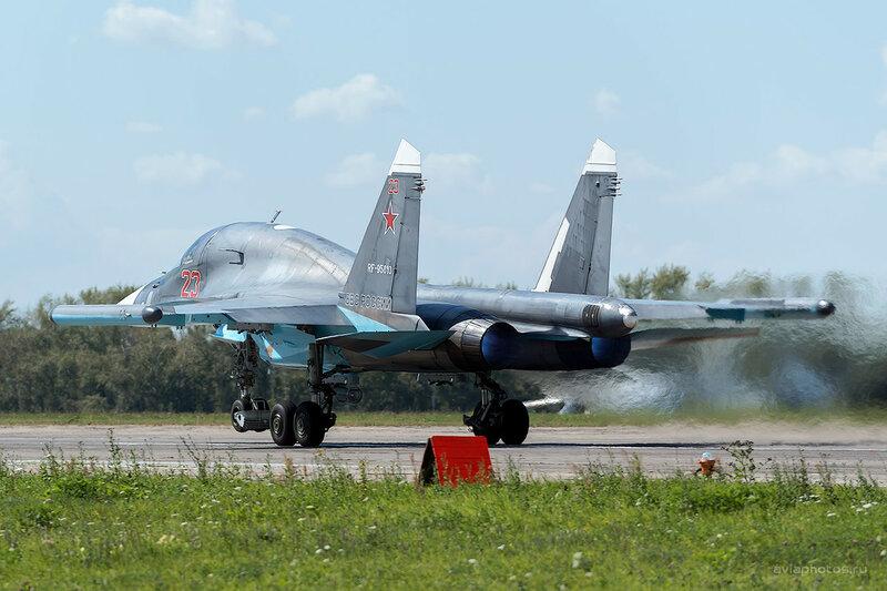 Сухой Су-34 (RF-95810 / 23 красный) D800385