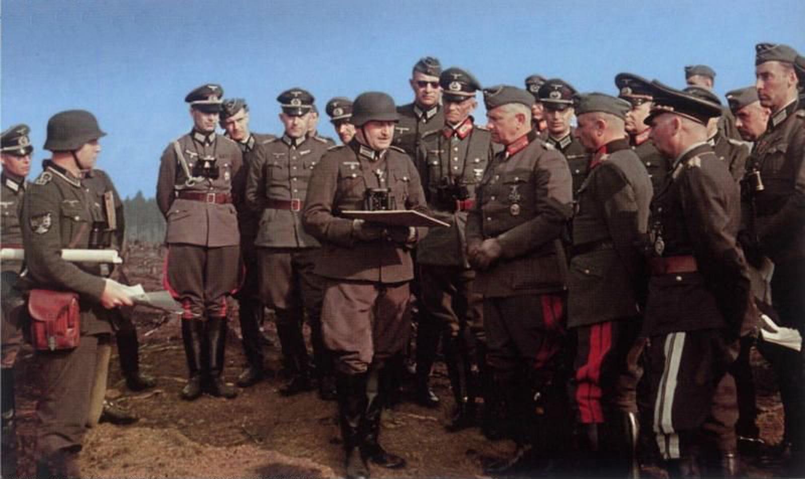 mit seinem Stab in Belgien Mai 1940.jpg