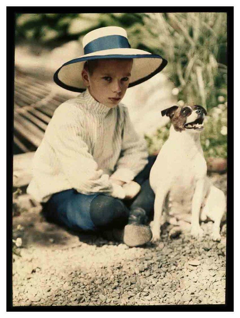 Коля Козаков и собака Джипси. Ялта, 1910-1911.jpg