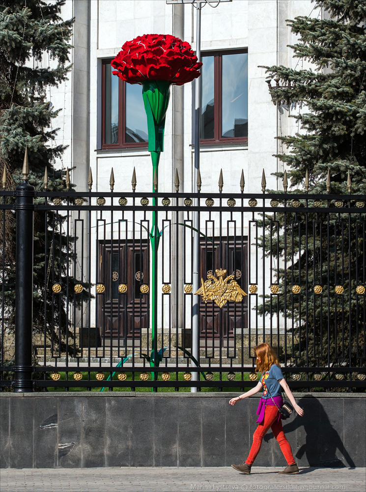Москву украшают ко Дню Победы