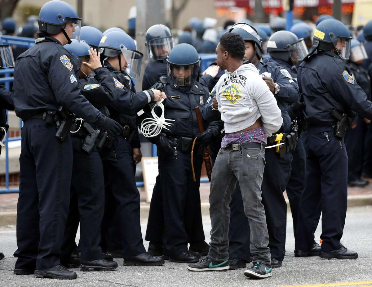 Конец полицейскому государству: Массовые протесты и уличные погромы в Балтиморе (США) (58)